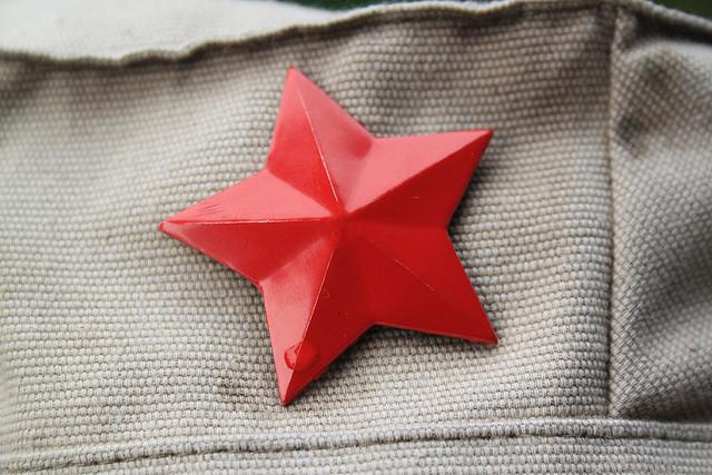 """""""étoile rouge sur casquette"""" by Samuel Huron"""