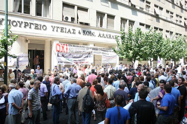 """""""Συγκέντρωση διαμαρτυρίας των γιατρών έξω από το Υπουργείου Υγείας και Κοινωνικής Αλληλεγγύης, αντιδρώντας στη δημιουργία του ΕΟΠΥΥ"""" by Giorgos Patoulis, on Flickr"""